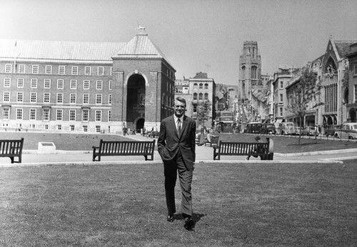 Cary Grant on College Green Bristol © Bristol Post